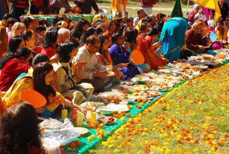 "Devotees sing ""Giridhar Govinda Gopala!"""