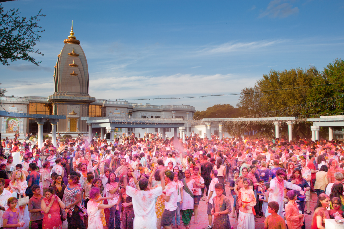 The Maharaas Mandal Fills with Clouds of Holi Powder