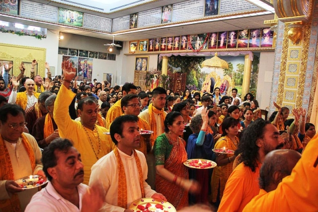 Hundreds join together for the Rath Yatra Arti of Shree Radha Krishna