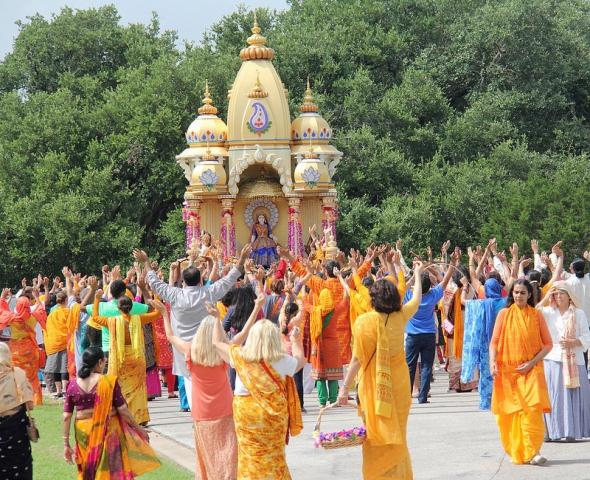 The grand chariot of Radha Rani