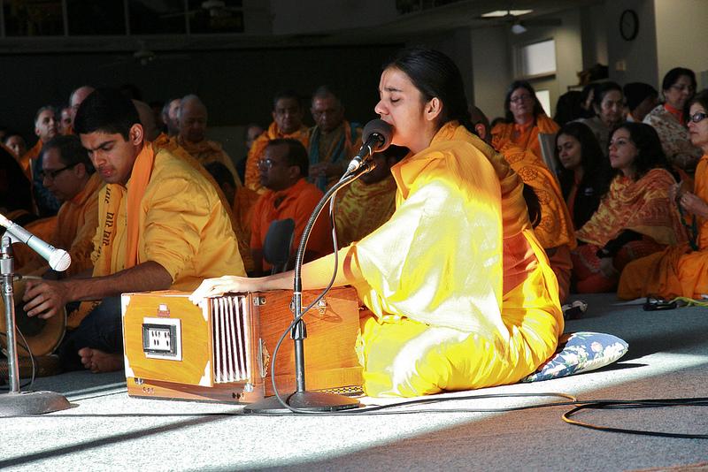 "Sushree Diwakari ji sings, ""Shree Gurudev kripal ki bali.""..."
