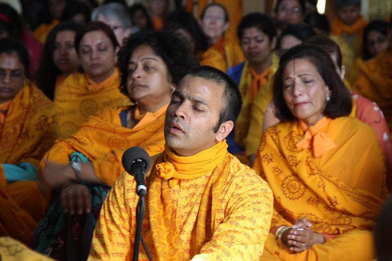 """Chirag bhaiya sings, """"Mere guruvar bhakti ras avataar."""""""