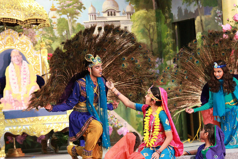 Shree Krishna, the most charming of peacocks, attracts the tender heart of Pyari Radhey!  Balikar!